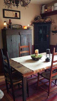 I like the corner cabinet and shelf in the dining room Primitive Dining Rooms, Country Dining Rooms, Primitive Homes, Primitive Kitchen, Country Furniture, Farmhouse Furniture, Country Kitchen, Country Decor, Prim Decor