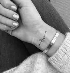 91 Small Meaningful Tattoos for Women Permanent and Temporary Tattoo Designs Tiny Tattoos For Girls, Cute Small Tattoos, Little Tattoos, Tattoos For Women Small, Tattoo Small, Small Tattoos On Wrist, Matching Love Tattoos, Arrow Tattoos For Women, Cross Tattoo On Wrist