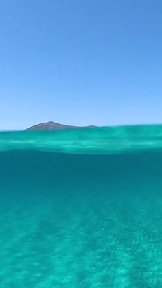 Beach Discover Crystal Clear Water Discover amazing things to do in avary corner of the world: Santorini? Beautiful Nature Wallpaper, Beautiful Ocean, Beautiful Beaches, Clear Ocean Water, Crystal Clear Water, Vacation Places, Dream Vacations, Family Vacations, Ocean Wallpaper