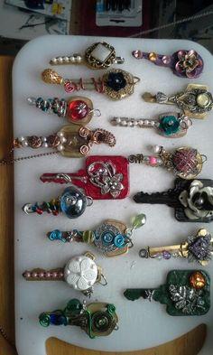 Ornate key upcycledc diy jewelry trends – Key crafts, Vintage jewelry crafts, K… Key Jewelry, Wire Jewelry, Jewelry Art, Beaded Jewelry, Jewelery, Jewelry Design, Jewelry Making, Silver Jewelry, Vintage Jewelry Crafts