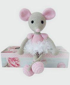 Myszka balerina Crochet Bunny Pattern, Crochet Mouse, Crochet Patterns Amigurumi, Cute Crochet, Crochet Dolls, Crochet Baby, Knit Crochet, Crochet Bookmarks, Crochet Animals