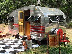 2010 Port Crescent Vintage Camper Show Tiny Trailers, Vintage Campers Trailers, Retro Campers, Vintage Caravans, Camper Trailers, Shasta Trailer, Classic Campers, Camper Caravan, Diy Camper
