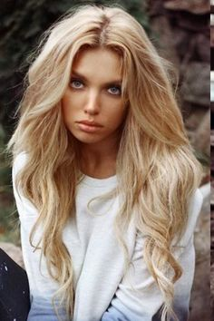 blond long hair, love the natural waves....betcha this is close to KC when she is older
