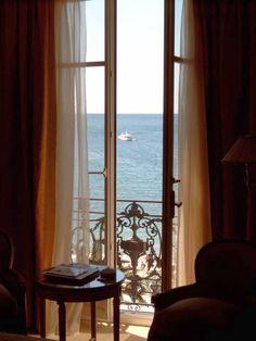 Zimmer mit Meerblick im Ritz Carlton Hotel, Cannes