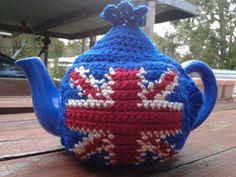 Union Jack Tea Cosy. Free tea cosy pattern; http://whydidntanyonetellme.blogspot.com.au/2012/04/sharing-tea-cosy-love.html Union Jack free pattern & tutorial; http://totallee.net/parchive.php