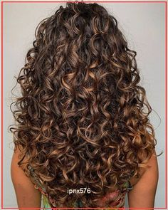 Curly Hair Styles Easy, Curly Hair With Bangs, Colored Curly Hair, Curly Hair Cuts, Natural Hair Styles, Short Hair Styles, Curly Hair Layers, Long Layered Curly Hair, Curly Bob