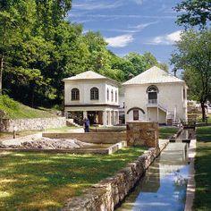 Small-Town Weekend Getaways: Berkeley Springs, West Virginia < Small-Town Weekend Getaways - Southern Living