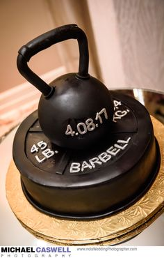 Need some ideas for a groom's cake? Sports Birthday Cakes, 40th Birthday Cakes For Men, Crossfit Cake, Gym Cake, Cake Design For Men, Shirt Cake, Fathers Day Cake, Order Cake, Home Baking