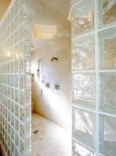 like the walk in shower - no door Leuk idee , maar dan niet met glasdallen
