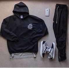 """5,234 Me gusta, 49 comentarios - STREETWEAR ☓ GERMANY (@streetwearde) en Instagram: """"Rate this outfit from 1-10 #strwrde"""""""
