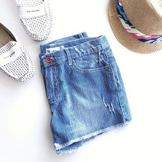 🎯HP🎯UO Denim Striped Shorts💙 UO Denim Striped Shorts💙 Denim Washed Shorts in Stripes. Size 25 (a little loose). Worn once or twice. No Signs of Wear🌻  ✗No paypal, No trade ✗I don't sell on any other site ✔I do accept reasonable offers ✔️Items will be shipped within 1-2 business days 💝Bundle 2+ items to get 10% off! Urban Outfitters Shorts Jean Shorts