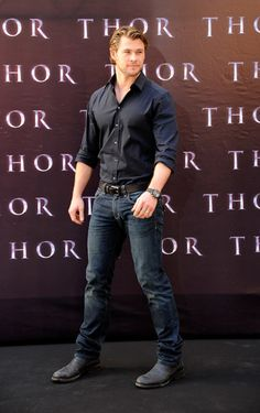 My conclusion from this pic: Thor is tall.   (chris hemsworth)