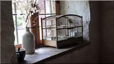 1. Hobbit ház, alaprajz melléletben, műszaki tartalom: fa gerenda vázszerkezet, látszó fagerenda tetőszerkezet deszkázattal, a deszkák és az oldalfalak hálózottak, törekes agyaggal tapasztottak. Tető felépítés deszkázott fa födémre kb 20 cm vályog, termőföld akác fakéreg, újabb vályogréteg, 2. Hobbit házban fürdőszoba vízzáró falazat kialakítás, hideg burkolás természetes mészkővel 3. Pajta lakás alsó szint villanyszerelés 6 db egyedi gyártású fali kar felszerelése, 8 db hajólámpa…
