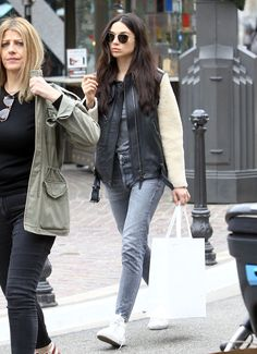 crystal-reed-shopping-at-elizabeth-and-james-at-the-grove-in-hollywood-12-21-2016-6.jpg (1280×1768)
