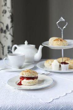 afternoon tea and crumpets English Tea Time, Vegan Teas, Tea And Crumpets, Afternoon Tea Parties, Afternoon Delight, Cream Tea, Tea Cakes, Vintage Tea, Recipe Of The Day