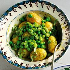 Try our delicious Pesto Potato Salad recipe. Every barbeque needs a spud-dress the potatoes while warm to absorb the dressing. New Potato Salads, Potato Salad With Egg, Potato Salad Recipe Easy, Easy Salad Recipes, Picnic Recipes, Vegetarian Recipes, Grilled Salmon Salad, Pesto Dressing, Pesto Potatoes