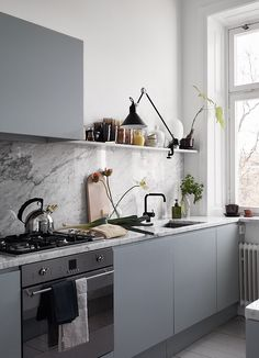 Modern Kitchen Interior Remodeling Smart Tips for the Ergonomic Kitchen, Kitchen ergonomics is all about making your work effortless New Kitchen, Kitchen Dining, Kitchen Decor, Kitchen Grey, Decorating Kitchen, Kitchen Cabinets, Decorating Ideas, Gray Cabinets, Decor Ideas