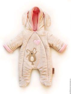 Купить или заказать Комбинезон для малыша 'Зайка' в интернет-магазине на Ярмарке Мастеров. Очень яркий и стильный утепленный комбинезон для новорожденного. Очень мягкий и приятный на ощупь. верх из нежного плюша, прослойка - австрийский утеплитель альполюкс, подклад- трикотаж (хлопок). Может использоваться как под конверт или одеялко, или как верхняя одежда для прохладного лета- поздней весны.