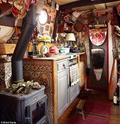 houseboat+bohemian+eclectic+river+rat+interior.jpg 634×657 pixels