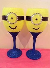 Glitter is my life Glitter Wine Glasses, Diy Wine Glasses, Decorated Wine Glasses, Hand Painted Wine Glasses, Wine Glass Candle Holder, Wine Glass Crafts, Minion Glasses, Dit Gifts, Direct Cellars