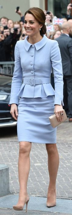 Kate Middleton Style Outfits Classy Dressing classy is simple. Prince William And Kate, William Kate, Lady Diana, Duchess Kate, Duchess Of Cambridge, Style Royal, My Style, Style Kate Middleton, Kate Middleton Outfits