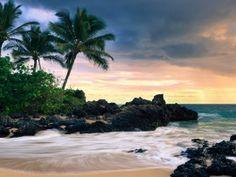 Hawaii Secret Beache (click to view)