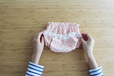 ふんわりダブルガーゼで作るベビーパンツ(型紙・作り方) | nunocoto Baby Hands, Diy Photo, Cool Baby Stuff, Handmade Baby, Diy Clothes, Gym Shorts Womens, Short Dresses, Rompers, Couture
