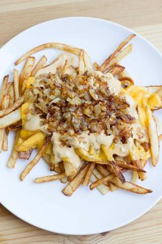 This DIY In-n-Out animal style fries recipe is so good you won't be able to tell the difference! Melted cheese over crispy fries and animal style sauce. Copycat Recipes, Diet Recipes, Protein Recipes, Vegetarian Recipes, Recipies, Good Food, Yummy Food, Fries In The Oven, Animal Fashion
