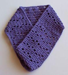 Heather super easy crocheted cowl by craftybegonia.  Free pattern!  #freecrochetpatternforwomen #freecrochetpatternforladies #heathercrochetedcowl