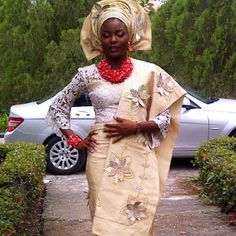 Love Oyedepo rocking her lace blouse and Aso-oke combination. Unusual & stunning!