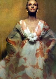 Maudie James, photo by David Bailey, Vogue UK, 1973 Seventies Fashion, 70s Fashion, Vintage Fashion, Fashion Magazines, Vintage Glam, Vintage Models, Vintage Style, David Bailey Photography, Magazine Pictures