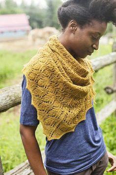 Modèle de tricot - Brooklyn Tweed Châle SEMPERVIRUM - L échappée Laine  Patrons De Châles d5ba803e536