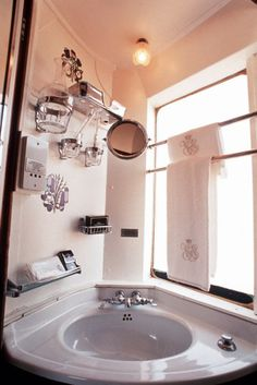 Poppytalk: Hotel Style | The Orient Express - Small Bathroom Inspiration from The Orient Express