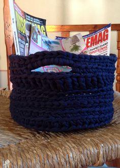 Πλεκτό καλάθι,χρώμα μπλε. Merino Wool Blanket, Crochet, Handmade, Hand Made, Ganchillo, Crocheting, Knits, Chrochet, Quilts