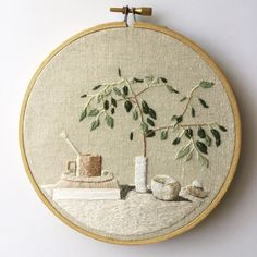 Neutral Tablescape – Hand Embroidered Plant, Thread Painted Contemporary Art, Embroidered Art, Hand Embroidery, Needlepainting Neutral Tablescape Hilo vegetal bordado a mano pintado Crewel Embroidery Kits, Learn Embroidery, Hand Embroidery Patterns, Vintage Embroidery, Cross Stitch Embroidery, Machine Embroidery, Embroidery Thread, Geometric Embroidery, Embroidery Digitizing