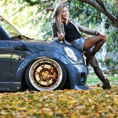 Mini Cooper S Tuning JCW Blonde pretty lady driver Mini Cooper Sport, Mini Cooper One, My Dream Car, Dream Cars, Bikini Car Wash, Girly Girl Outfits, Mini Copper, John Cooper Works, Automobile