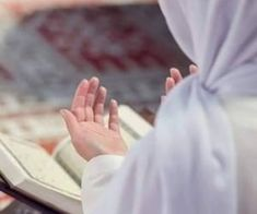Learn Quran Academy with experienced Bible teachers of Islam. Our international institute offers multiple Islamic courses for children and adults. Muslim Couple Photography, Hand Photography, Anime Muslim, Muslim Hijab, Decoraciones Ramadan, Hijab Fashion Summer, Muslim Images, Mekka, Islamic Quotes Wallpaper