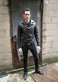 Men's Leather Jackets: What to Check Before You Buy - Pints Top Leather Fashion, Mens Fashion, Rock Fashion, Leather Jeans, Leather Jackets, Riders Jacket, Blue Suede Shoes, Rocker Chic, Fashion Night