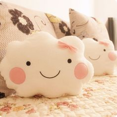 Baby Diy Pillow Sweets Ideas For 2019 Felt Crafts, Fabric Crafts, Sewing Crafts, Sewing Projects, Cute Pillows, Diy Pillows, Sofa Cushions, Kawaii Smiley, Cloud Pillow