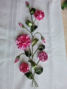 Nakış Tasarımları Videolu Anlatımlı « Elişi Marketi, Örgü Diy Ribbon Flowers, Ribbon Art, Ribbon Crafts, Embroidery Kits, Ribbon Embroidery, Crochet Doilies, Crochet Flowers, Thread Art, Silk Roses