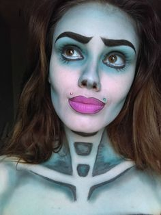 If you've seen the movie, you're probably already familiar with the gorgeous blue hues and doll eyes associated with Tim Burton's corpse bride character. Keep your lashes long and add a neon pink lip for an exaggerated style of the original look. Sweet Makeup, I Love Makeup, Cool Halloween Makeup, Scary Halloween, Halloween Ideas, Halloween 2018, Halloween Queen, Halloween Party, Halloween Decorations