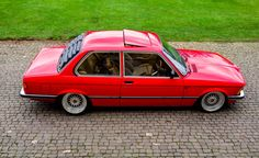 The Insta-famous red BMW coupe makes a bright and bold statement. Bmw E21, E30, Custom Bmw, Bmw Series, Porsche 356, Bmw Cars, Car Photography, Classic Cars, Automobile