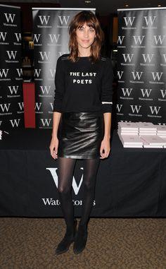 Alexa Chung: 100 mejores looks - Style Lovely Alexa Chung Style, Daily Alexa Chung, Alexa Chung Hair, Alexa Alexa, Rocker Style, Street Style, Cardigan, Looks Style, Girl Fashion