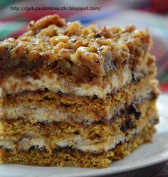 Dziś proponuję Wam miodownik z orzechami. Jest to ciasto miodowe przełożone . Today I offer you a gingerbread with nuts. This is a honey cake with walnuts - lots of it! Baking Recipes, Cookie Recipes, Dessert Recipes, Polish Desserts, Food Cakes, Homemade Cakes, Coffee Cake, Amazing Cakes, Sweet Recipes