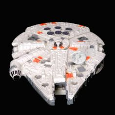 7 Outstanding Millennium Falcon #Cakes, to Celebrate its Appearance in the New #StarWars #Movie