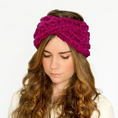 Create the ultimate accessory, an adorable yet chic Chunky Criss-Cross Headband! Free crochet pattern available!