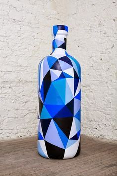 Fika to Dika - For a Better World: Decoration Glass Bottle Painted Glass Bottles, Glass Bottle Crafts, Wine Bottle Art, Diy Bottle, Decorated Bottles, Blue Bottle, Garrafa Diy, Altered Bottles, Bottle Painting