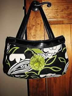 """""""Purse Skirt"""" @sew-whats-new.com   by Shannon   The pattern and instructions can be found for FREE."""