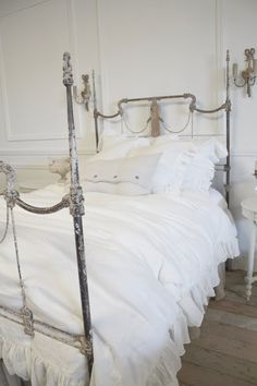 ♕ beautiful bed ~ Full Bloom Cottage