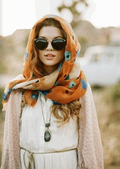 Modern boho chic gypsy style headscarf and hippie chunky raw gemstone necklace. For the BEST bohemian fashion trends FOLLOW > https://www.pinterest.com/happygolicky/the-best-boho-chic-fashion-bohemian-jewelry-gypsy-/ < now.